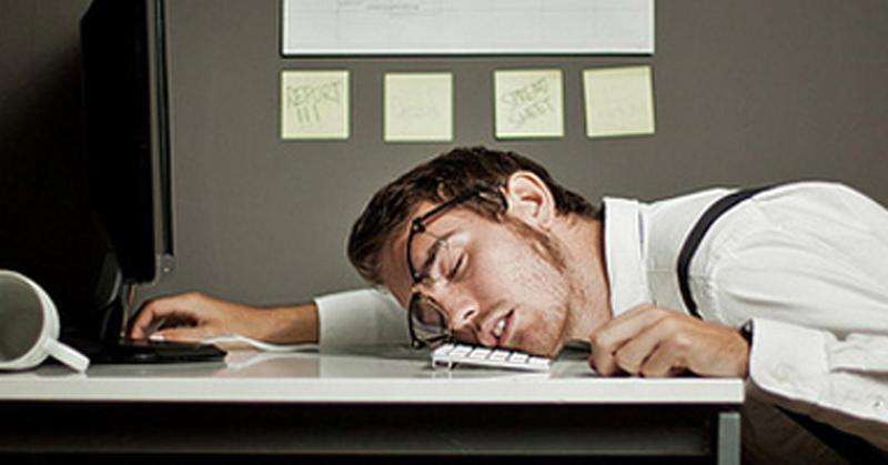 10 alasan kalau kepergok ketiduran di tempat kerja